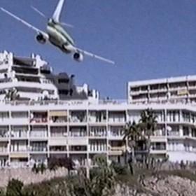Xtravel viral<span>Boeing 737 lands on water </span>